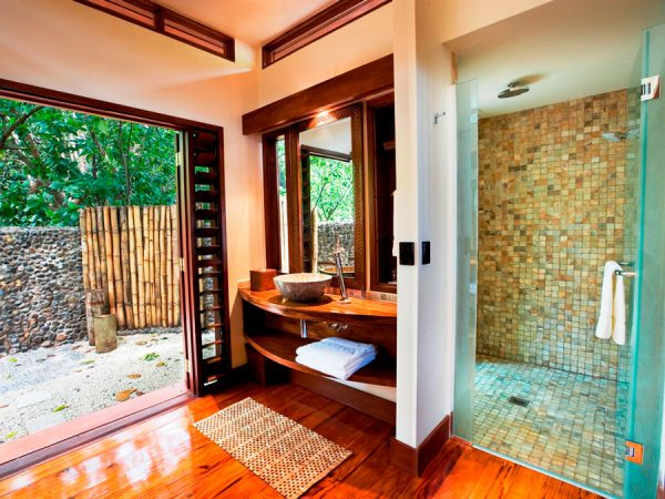 likuliku-lagoon-resort-fiji-beachfront-bure-bathroom