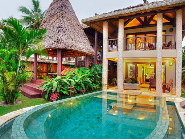 Nanuku Auberge Resort – Beachfront villa pool and courtyard